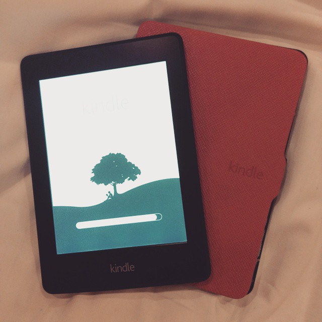 Whee! New device from the c(hubby)! #Kindle #Paperwhite